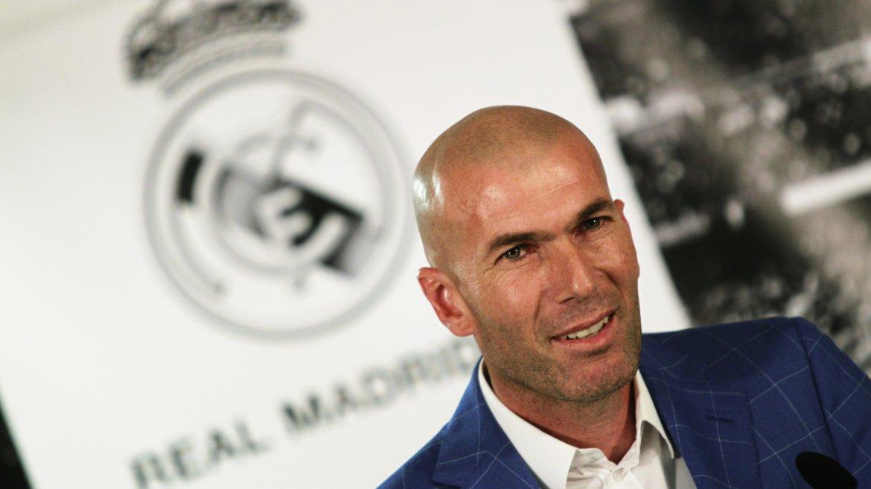 Real Madrid destituyó a Rafa Benítez y Zinedine Zidane fue presentado como nuevo DT