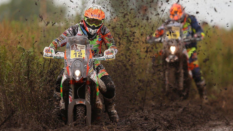 La española Laia Sanz compite durante la segunda etapa del Rally Dakar entre Villa Carlos Paz y Termas de Río Hondo