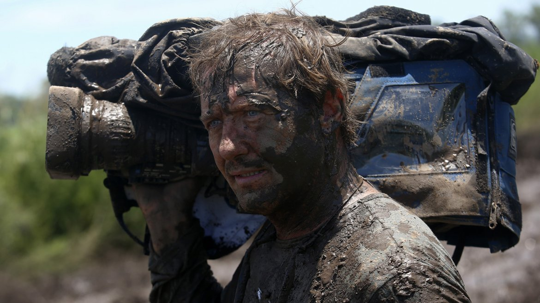Los camarógrafos también se embarran en el Rally Dakar