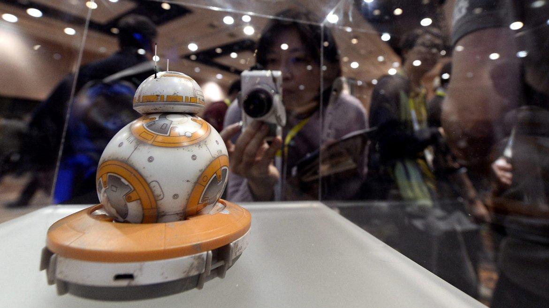 Vista de una pieza alusiva a la película Star Wars en el Consumer Electronics Show (CES)