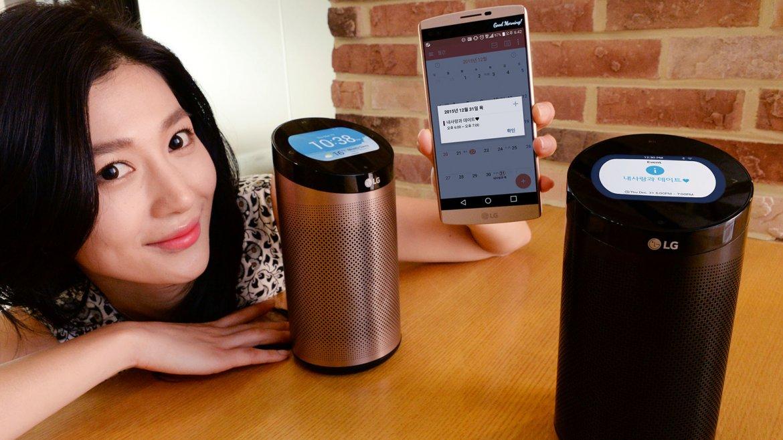 SmartThinQ Hub, el cerebro del hogar inteligente de LG. Controla y brinda información sobre el funcionamiento de lavarropas, heladeras, hornos, aspiradoras y aires acondicionados. Al igual que Amazon Echo, es capaz de pasar música
