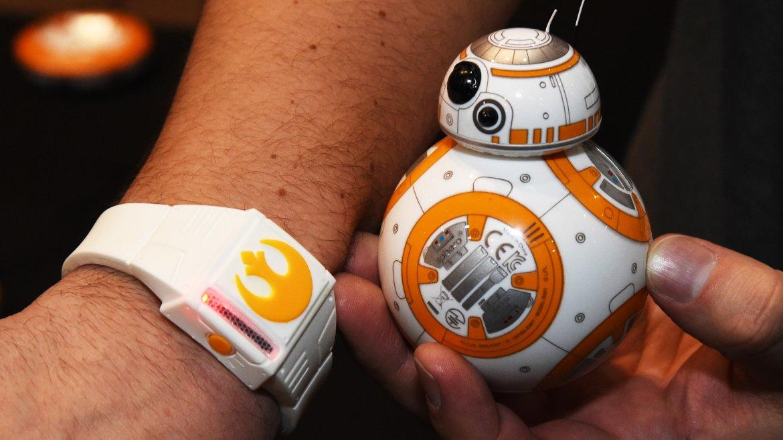 El Sphero BB-8 de Star Wars, ahora controlado con los movimientos de la mano gracias a una pulsera inteligente