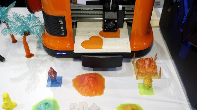 La impresora 3D da Vinci Mini de XYZ Printing, una miniatura capaz de hacer genialidades
