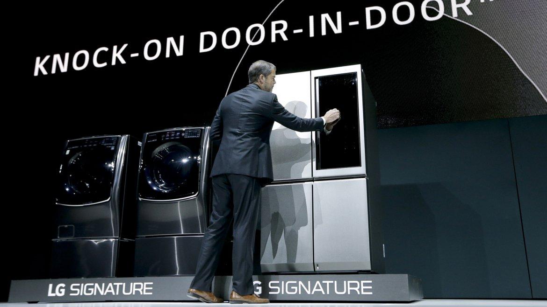 Signature, la línea de electrodomésticos de última generación de LG, cuenta con una heladera inteligente que abre sus puertas sola