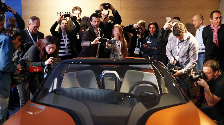 BMW dijo presente con un llamativo concept: i Vision Future Interaction, un auto conectado
