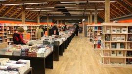 La industria del libro celebró la quita de las restricciones para importar libros publicados en el exterior.