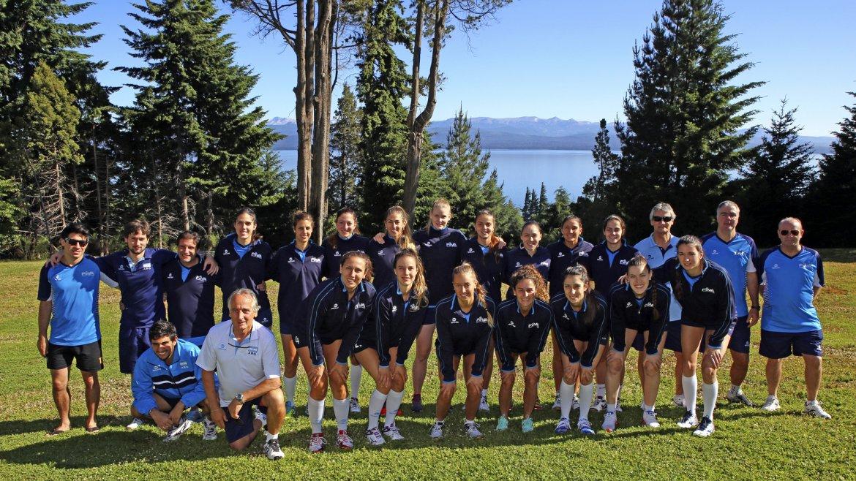 El seleccionado nacional de vóleibol femenino, Las Panteras, se prepara para participar en el Campeonato Preolímpico Sudamericano clasificatorio para Río de Janeiro 2016 en Bariloche, al mando del entrenador Guillermo Orduna