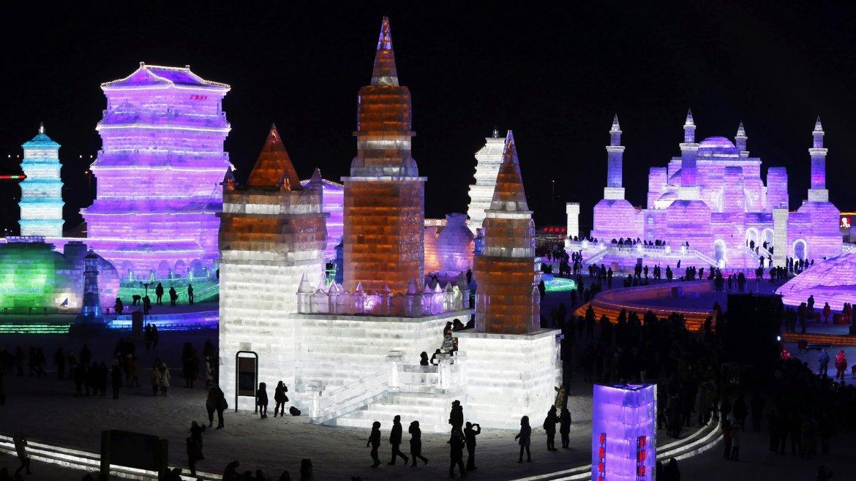 Harbin, China, es el escenario del Festival de Esculturas de Nieve y Hielo más grande de su tipo. Cientos de turistas de todo el mundo se dan cita para recorrerlo