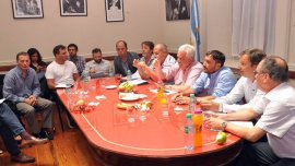 Reunión de intendentes y legisladores peronistas por el presupuesto de la Provincia.