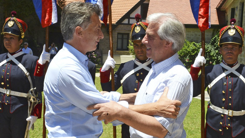 Tabaré Vázquez recibió a Mauricio Macri en Uruguay