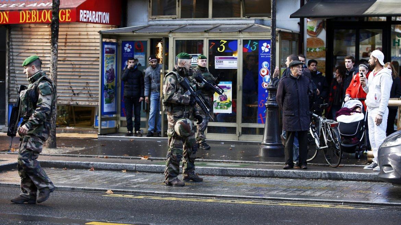 Un terrorista fue abatido en París al intentar entrar a una comisaría al grito de Alá es grande