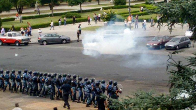Represión contra trabajadores muncipales de La Plata, en un reclamo de este año en rechazo de despidos.