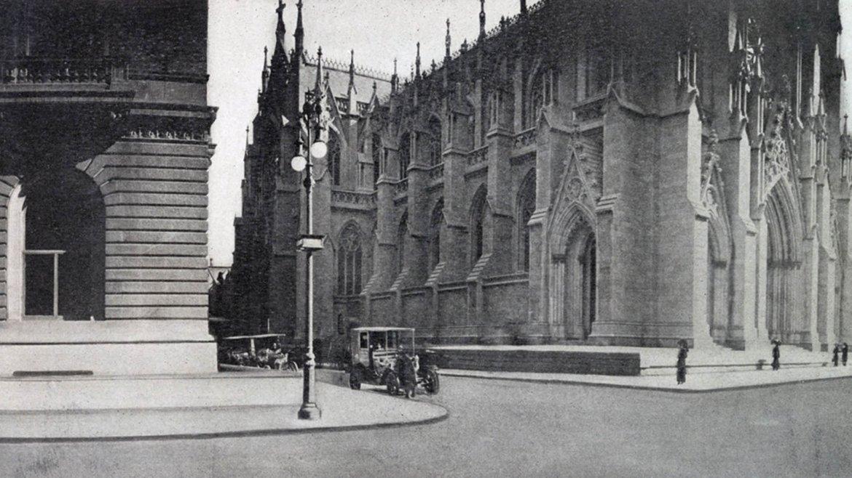 La Catedral de San Patricio en la calle 51 Este. En 1911 el edificio de la izquierda fue el Club Unión