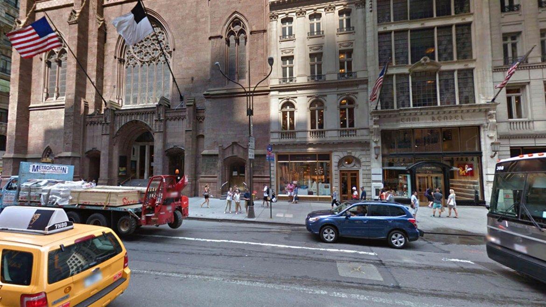Entre las calles 55 y 56 Oeste, la entrada de la Iglesia Presbiteriana en la actualidad