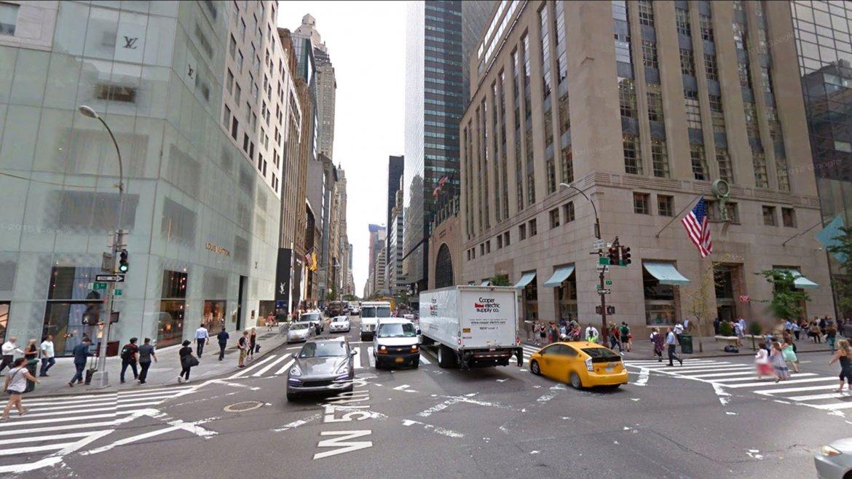 En la actualidad la intersección de la Quinta Avenida y la 57 Este se transformó en un centro comercial