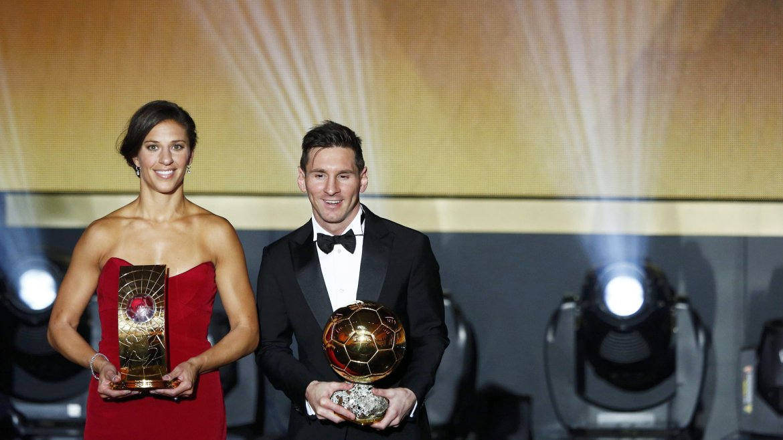Lionel Messi junto a la estadounidense Carli Lloyd, elegida la mejor futbolista del 2015