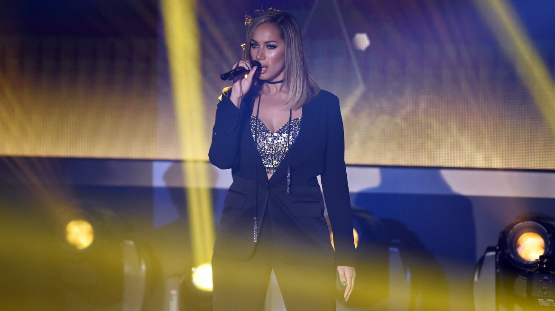 La cantante británica Leona Lewis actuó durante la ceremonia junto al dúo 2CELLOS