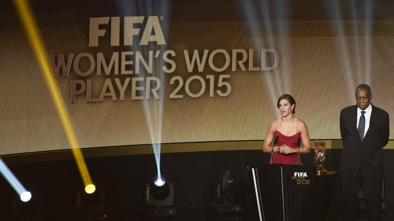 La estadounidense Carli Lloyd fue distinguida como la mejor futbolista del 2015