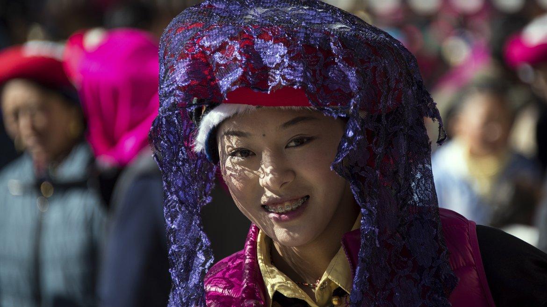 Trajes multicolores son los que usan los que participan de la fiesta