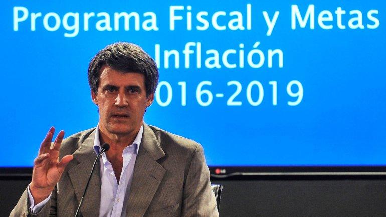 El ministro de Hacienda y Finanzas cree que una baja rápida de la inflación provocaría un ajuste recesivo