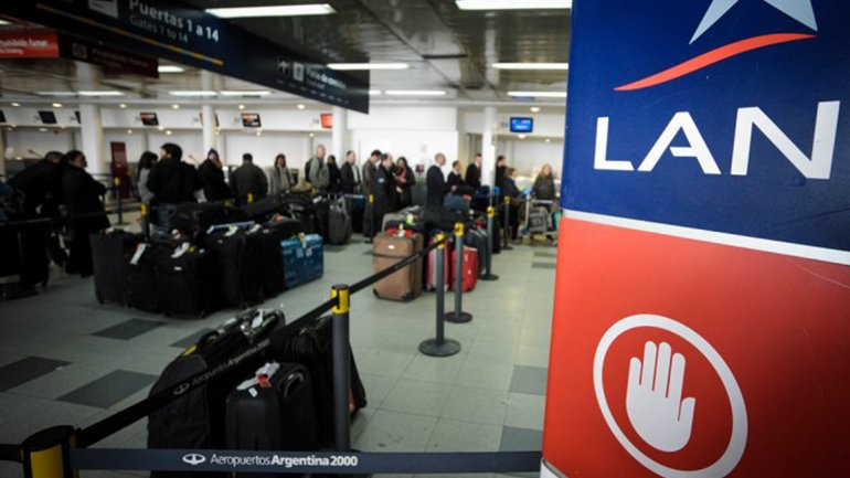 Hay al menos 10 vuelos cancelados de la empresa LAN