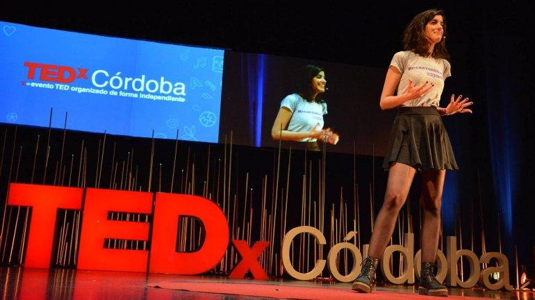 Carolina Hadad durante el TEDX Córdoba de 2015