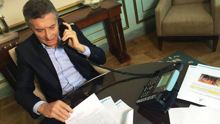 Mauricio Macri haciendo uno de los llamados telefónicos para agradecer las cartas