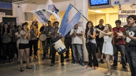 Los trabajadores exigen respuestas de la empresa tras el cese de actividades.