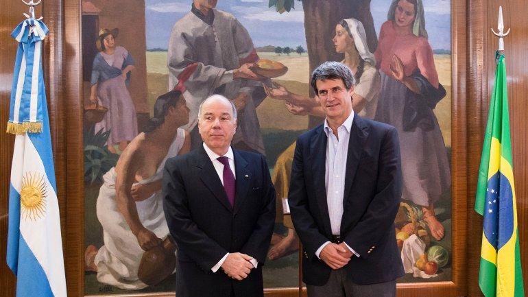 Tras reunirse Prat-Gay en Buenos Aires con el ministro de Relaciones Exteriores de Brasil, Mauro Vieira, hoy dialogó con su par de Hacienda Nelson Barbosa