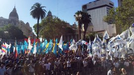 Militantes de la Tupac Amaru y del kirchnerismo en la Plaza de Mayo