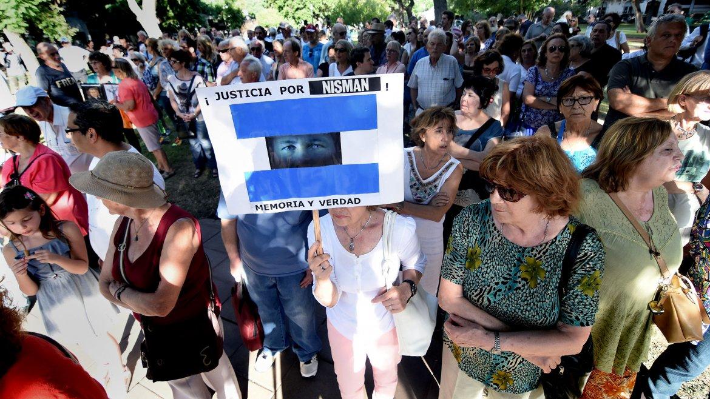 A un año de la muerte del fiscal Alberto Nisman, la DAIA convocó al acto Velas por Nisman en Plaza Alemania