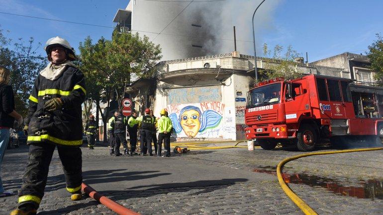 Incendio de un taller en Flores