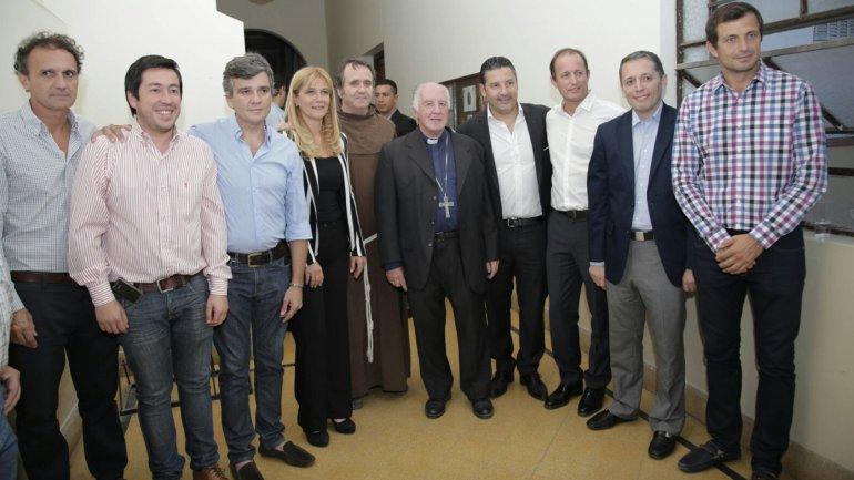 Los 9 intendentes del PJ firmaron el acuerdo en la iglesia franciscana de San Antonio de Padua