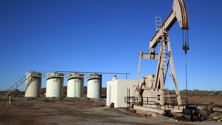 El mercado estima que sigue la sobreabundancia del hidrocarburo