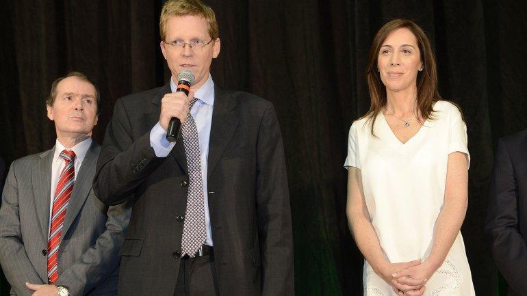Juan Curutchet junto a la gobernadora María Eugenia Vidal y Carlos Pérez