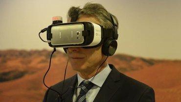 Macri hizo un lugar en la agenda para distenderse y probar un dispositivo de realidad virtual