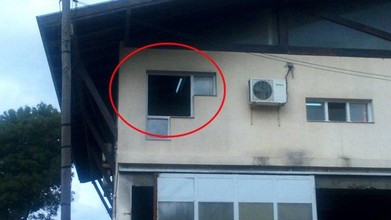 La ventana desde donde se habrían efectuado los disparos.