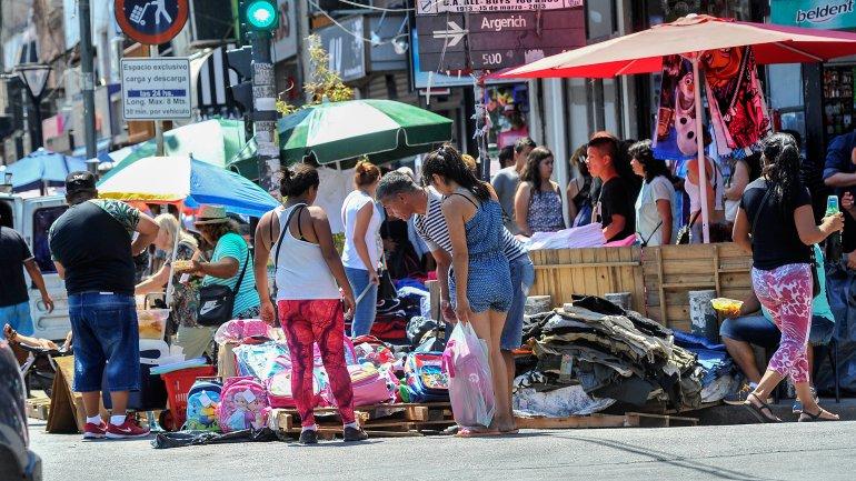 La CAC detectó que la venta ilegal callejera se trasladó a ferias clandestina