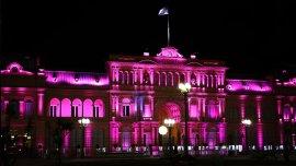 Las luces magenta que decoraban la Casa Rosada cuando se hacía de noche