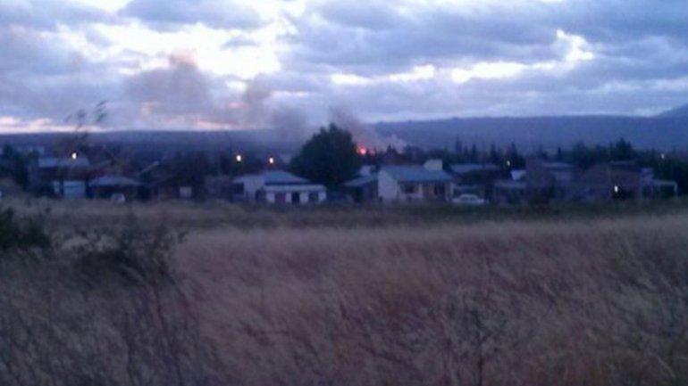 Bomberos voluntarios acudieron rápidamente al lugar del incidente en Trevelin