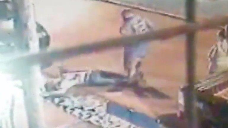 El momento en que Abelik golpeó a Leonel Biasutti