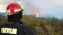 Tras casi una semana de fuego, lograron controlar el incendio en Los Alerces