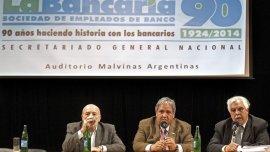 Sergio Palazzo (centro), titular de la Asociación Bancaria