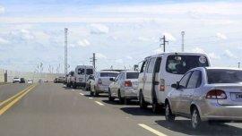 La extensa fila de autos para cruzar a Encarnación
