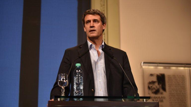 El ministro de Hacienda y Finanzas, Alfonso Prat-Gay volvió a dar muestras de avances hacia la disciplina fiscal