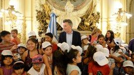 Mauricio Macri fue el anfitrión de la visita de un grupo de chicos que participan de la colonia de vacaciones de la Ciudad.