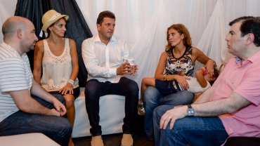 Sergio Massa y Malena Galmarini charlan con Claudia Ledesma Abdala y Gerardo Zamora; a su lado (primero de la izquierda) observa el intendente de La Banda, Pablo Mirolo