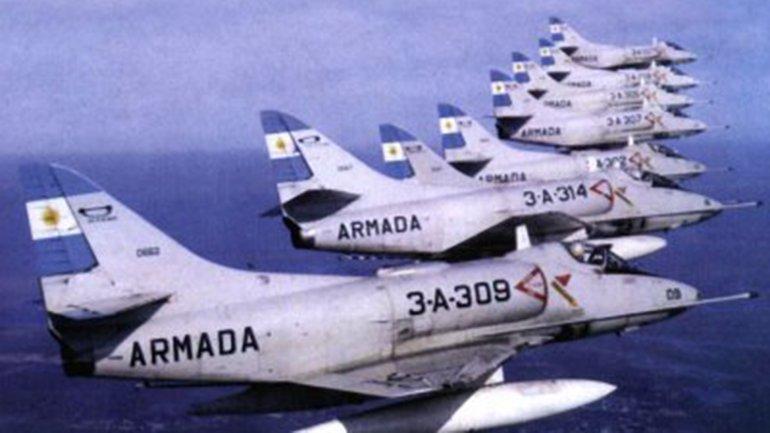 El 11 de febrero de 1916 se creó el Parque y Escuela de Aeroestación y Aviación de la Armada en Fuerte Barragán