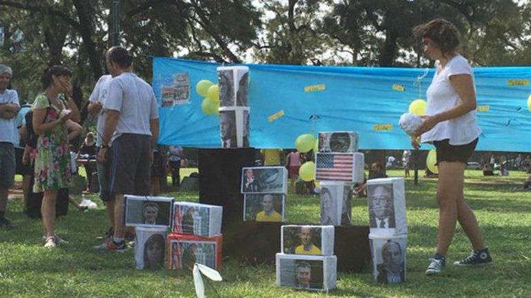 Los rostros de políticos y empresarios no kirchneristas fueron blanco de proyectiles lanzados por fanáticos del proyecto nac&pop