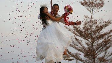 Una pareja se casó de una manera muy original en Tailandia.